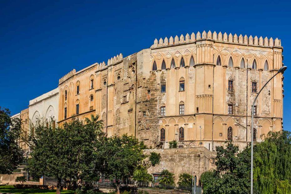 Esterno del Palazzo dei Normanni di Palermo