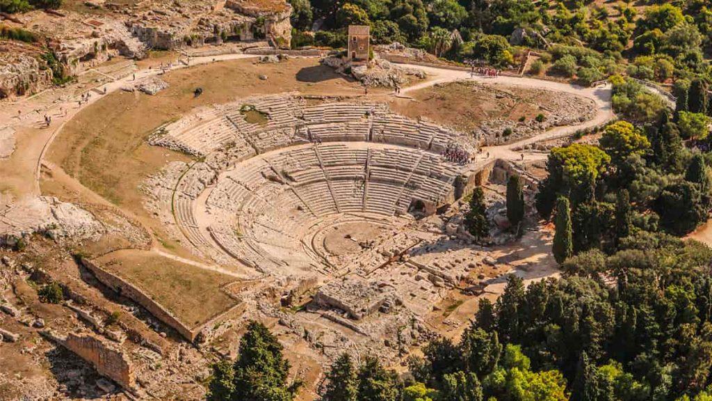 Il Teatro Greco all'interno del Parco Archeologico della Neapolis di Siracusa