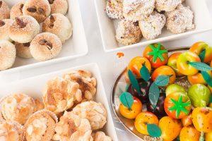 Alcuni prodotti tipici siciliani come la frutta martorana e le paste di mandorla