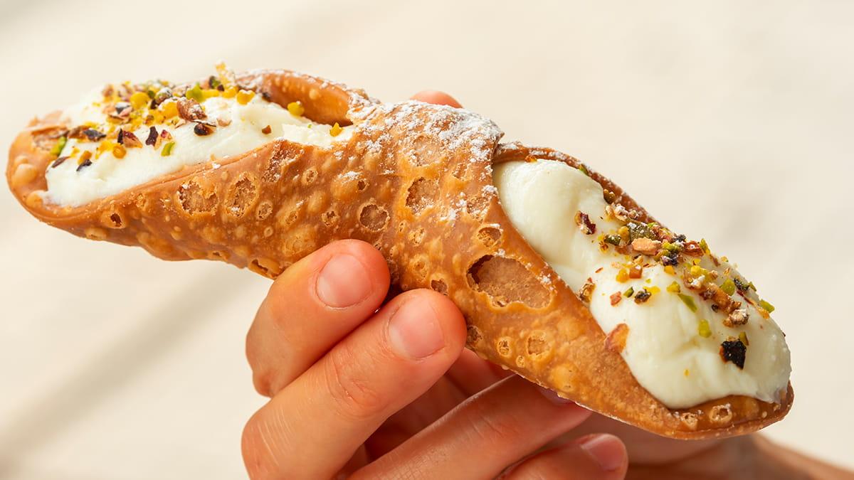 Il cannolo siciliano un dei dolci tipici siciliani
