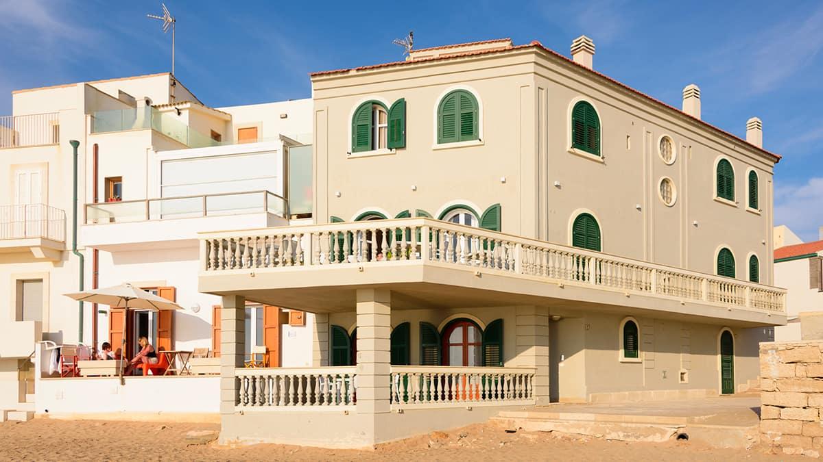 La facciata della casa del Commissario Montalbano a Punta Secca