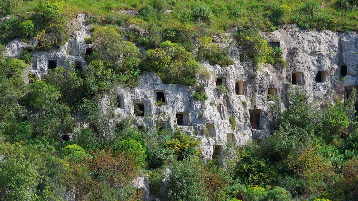 La Necropoli rupestre di Pantalica uno dei siti in Sicilia Patrimonio Unesco