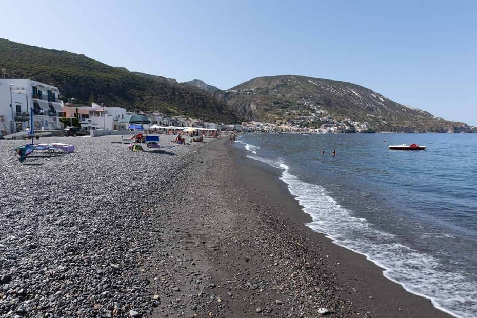 Panorama della Spiaggia di Canneto sull'isola di Lipari