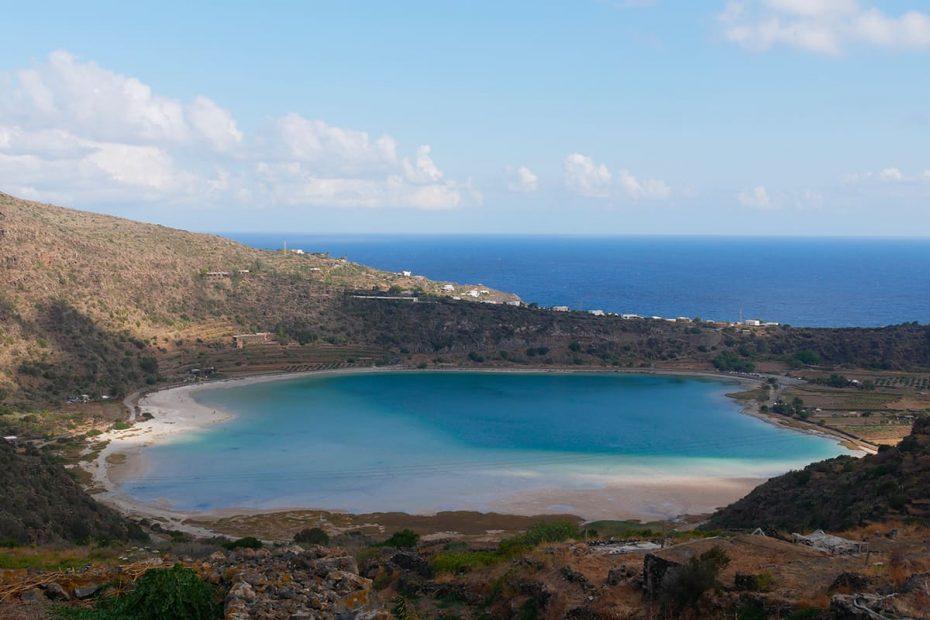 Panorama del Lago di Venere o Specchio di Venere a Pantelleria