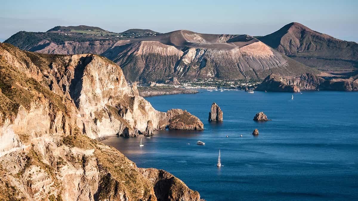 Panorama delle Isole Eolie uno dei siti in Sicilia patrimonio Unesco