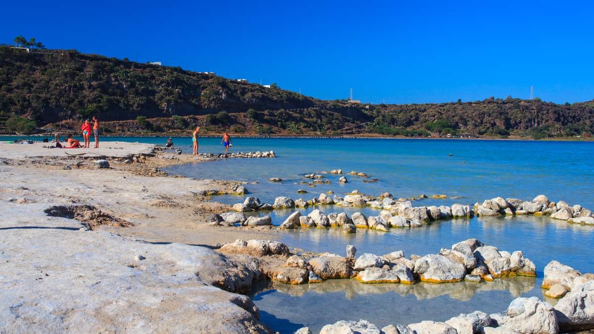 Sorgenti termali nel Lago di Venere a Pantelleria