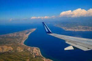 Panoramica dello Stretto di Messina fotografato da un aerep