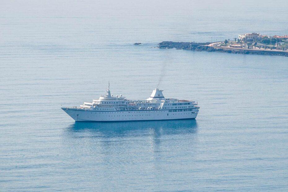 Nave traghetto nello Stretto di Messina