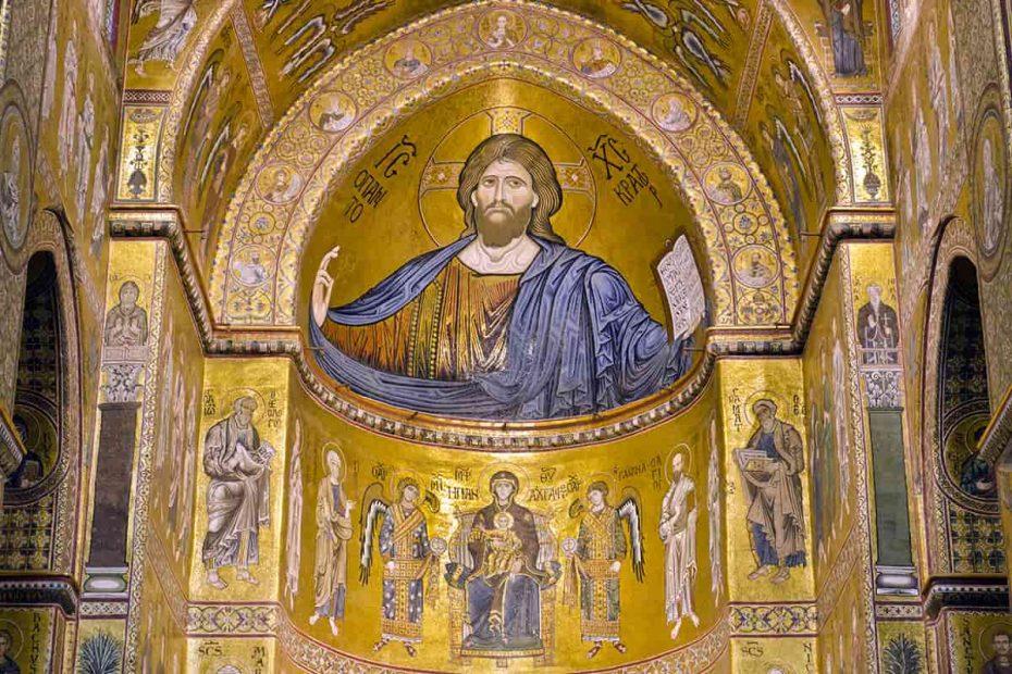 Immagine dell'abside del Duomo di Monreale con il mosaico dorato di Cristo