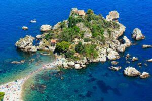 Vista panoramica dell'Isola Bella di Taormina