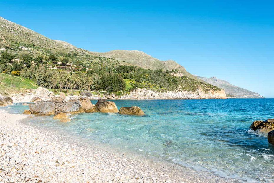 La spiaggia di Cala Mazzo di Sciacca all'interno della Riserva dello Zingaro